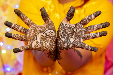 IBXDGB05864346 Hand of a bride painted with henna on the eve of the wedding, Port Louis, Mauritius, Africa
