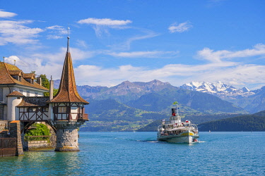 SWI8628AW Oberhofen castle at Lake Thun, Berner Oberland, canton Berne, Switzerland