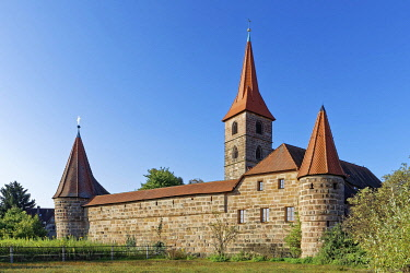 Church St. Georg with fortified churchyard, fortified church, Kraftshof, district of Nuremberg, garlic country, Middle Franconia, Franconia, Bavaria, Germany, Europe