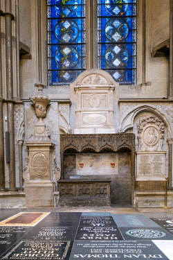 ENG18271AW Europe, UK, England, London, Westminster, Westminster Abbey, interior of the ancient Gothic Abbey and Unesco World Heritage Site, historic monument and Anglican church, south transept, Poets Corner, g...