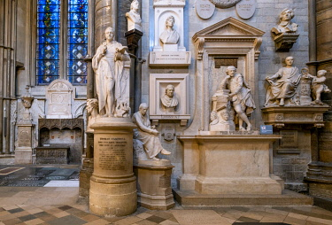 ENG18272AW Europe, UK, England, London, Westminster, Westminster Abbey, interior of the ancient Gothic Abbey and Unesco World Heritage Site, historic monument and Anglican church, south transept, Poets Corner, g...
