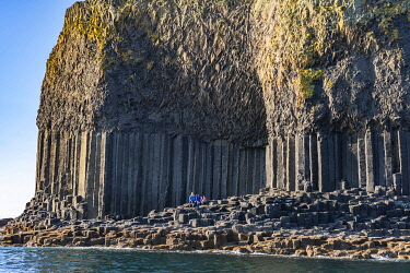 SCO35927 Scotland, Isle of Mull, Inner Hebrides, Island of Staffa, one of the finest examples of exposed basalt columns
