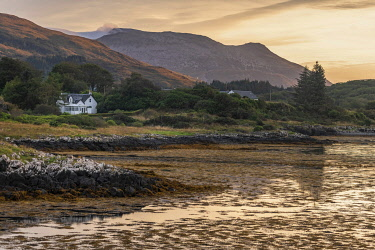 SCO35940 Scotland, Isle of Mull, Inner Hebrides, Salen, View from the old Pier to Ben More