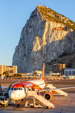 IBLMSM05818617 An Easyjet Airbus A320 with the registration number G-EZOM at Gibraltar Airport (GIB), Gibraltar, Europe