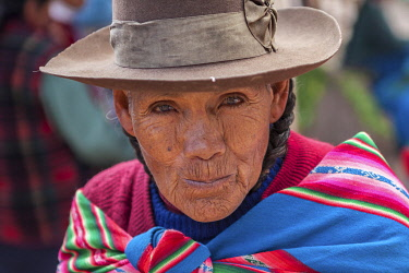 PER34415AW Portrait of Quechua woman, Peru, Cuzco Province, Incas sacred valley, Chinchero,