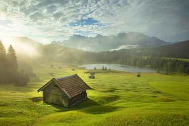 GER12735AW Lake Geroldsee, Mittenwald, Karwendel, Alps, Bavaria, Germany, Europe