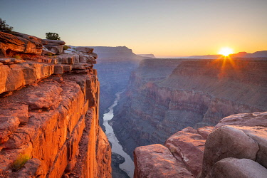 US16045AW View of the sun rising over the Grand Canon and Colorado River fromTorroweap, Grand Canyon North Rim, Grand Canyon National Park, Arizona, Colorado Plateau, USA