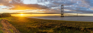 UK, England, North Lincolnshire, Barton-upon-Humber, Humber Bridge over the Humber Estuary from the south