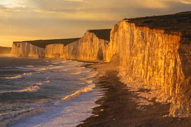 England, East Sussex, Eastbourne, Birling Gap, The Seven Sisters Cliffs and Beach in The Late Afternoon Light[credit][sep = / ]