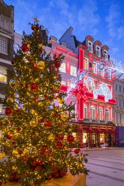 UK11847 Christmas tree & Cartier store, New Bond Street, London, England, UK