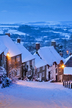 ENG18556AW Gold Hill in Winter, Shaftesbury, Dorset, England