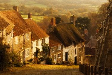 ENG18618AW Gold Hill, Shaftesbury, Dorset, England