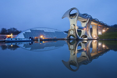 SCO36089AW Falkirk Wheel rotating boat lift connecting Forth & Clyde Canal with Union Canal, Falkirk, Scotland