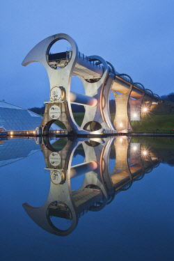 SCO36090AW Falkirk Wheel rotating boat lift connecting Forth & Clyde Canal with Union Canal, Falkirk, Scotland