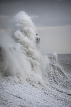 WAL7871AW Porthcawl Lighthouse battered by Storm Ciara, Porthcawl, Mid Glamorgan, Wales