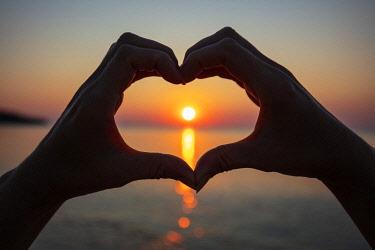 BUL0498 Eastern Europe, Bulgaria, Black Sea Coast, Kamchia, sunrise, woman's hands in the shape of a heart