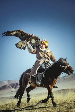 Bashakhan Spai trains with his eagle, Kisil Tschar, Olgii, Mongolia, Asia[credit][sep = / ]