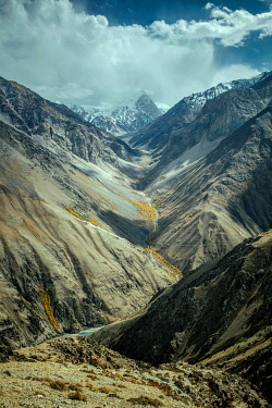 IBLFBA06032011 View to the east along the Wakhan Corridor on the descent from Daliz Pass, in the valley the river bed of the Wachandarja, in the background the snow-covered mountains of the Hinduskush, Wakhan Corrid...