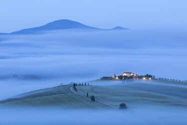 ITA16669AW Tuscan farmhouse in the mist, Pienza, Val d'Orcia, Tuscany, Italy