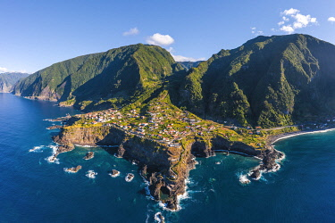 POR11311AW Seixal and scenic coastline, Madeira island, Portugal, Europe.