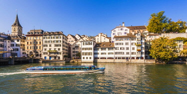 IBLWER06513444 Excursion boat on the Limmat, St. Peter's Church, Schipfe, Old Town, Zurich, Canton of Zurich, Switzerland, Europe