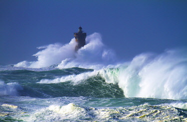 France, Brittany, Finistere, Porspoder, Landunvez, Saint Laurent Peninsula, Coast of Legends, the lighthouse of the Four in the storm
