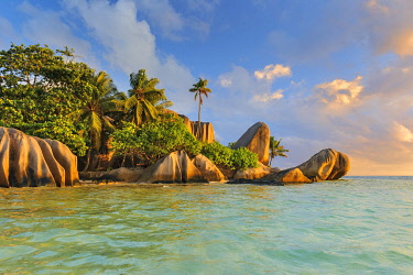 East Africa, Indian Ocean, Seychelles, La Digue Island, Anse Source d'Argent, Palm beach with typical granite rock formations