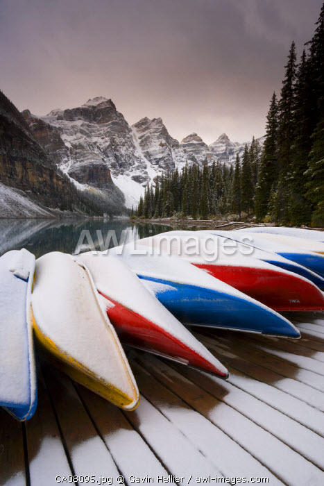 Canoes, Valley of the Ten Peaks, Moraine Lake, Banff National Park, Rocky Mountains, Alberta, Canada