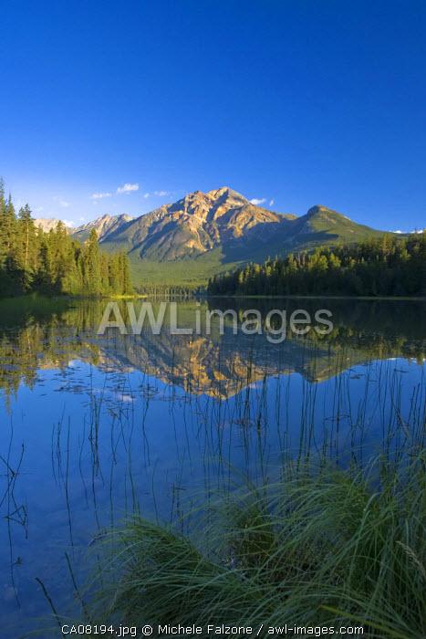 Pyramid Lake & Pyramid mountain, sunrise, Jasper National Park, Alberta, Canada
