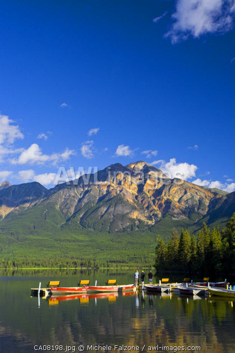 Pyramid Lake & Pyramid mountain, sunrise, Jasper National Park, Alberta, Canada