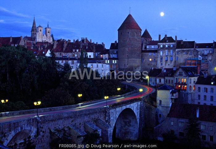awl-images.com - France / Semur-en-Auxois, Chablis, Burgundy, France