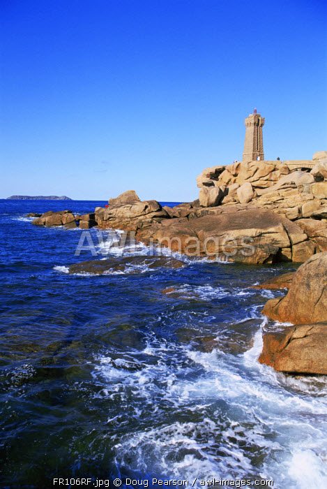 awl-images.com - France / Ploumanach Lighthouse, Cote de Granit Rose, Cotes d'Amor, Brittany, France