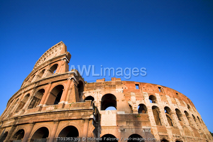 awl-images.com - Italy / Colosseum and Arch of Constantine, Rome, Italy