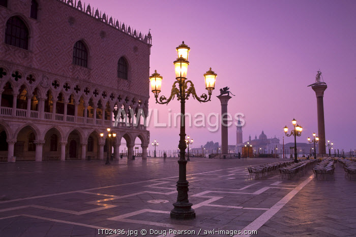 awl-images.com - Italy / Doge's Palace & St. Mark's Square, Venice, Italy