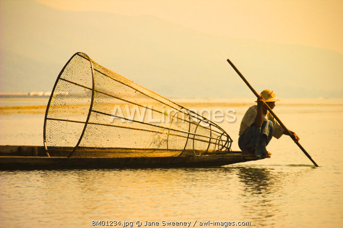 awl-images.com - Myanmar / Myanmar (Burma), Shan State, Inle Lake, Intha man fishing with cone shaped net