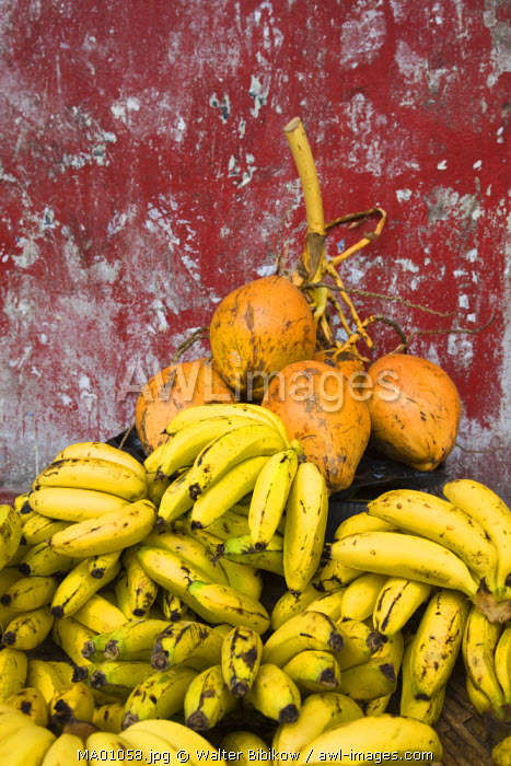 awl-images.com - Mauritius / Mauritius, Port Louis, Central Market, coconuts and bananas