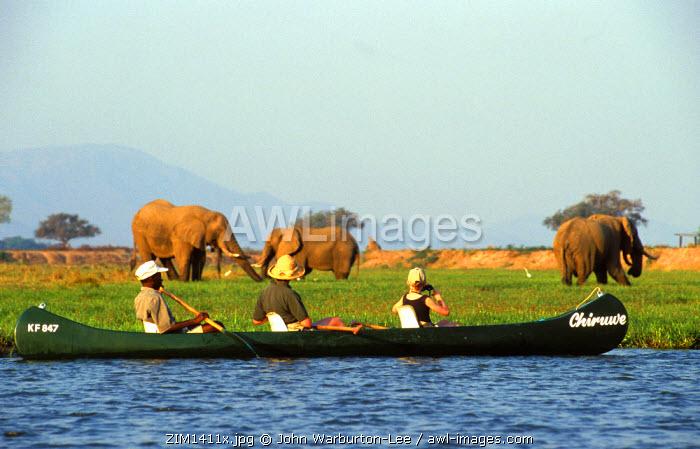 ZIM1411.   Canoing on the Zambesi River,  Mana Pools, Zimbabwe. �John Warburton-Lee