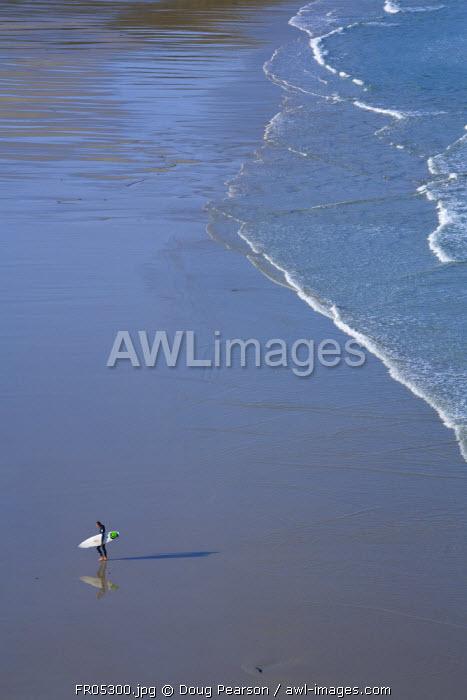 Surfer, Baie des Trepasses (Dead men's Bay), Pointe du Raz, Cape Sizun, Finistere region, Brittany, France