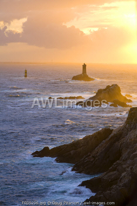La Vieille lighthouse, Pointe du Raz, Cape Sizun, Finistere region, Brittany, France