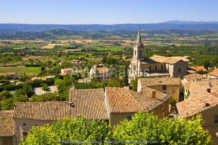 Bonnieux Vaucluse looking towards Gordes, Provence Alpes Cote D Azur, France