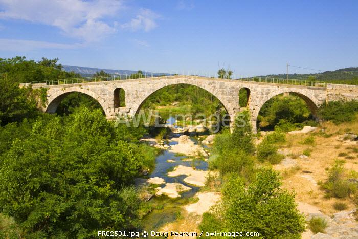Pont Julien, Roman Bridge near Bonnieux Vaucluse, Provence Alpes Cote D Azur, France