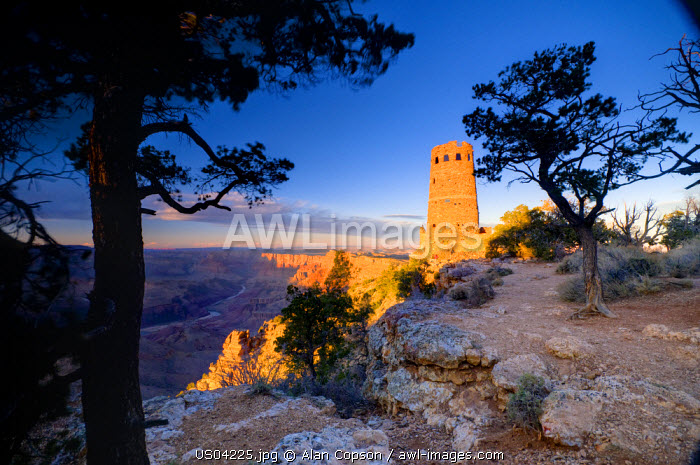 awl-images.com - USA / USA, Arizona, Grand Canyon, Desert View Watchtower