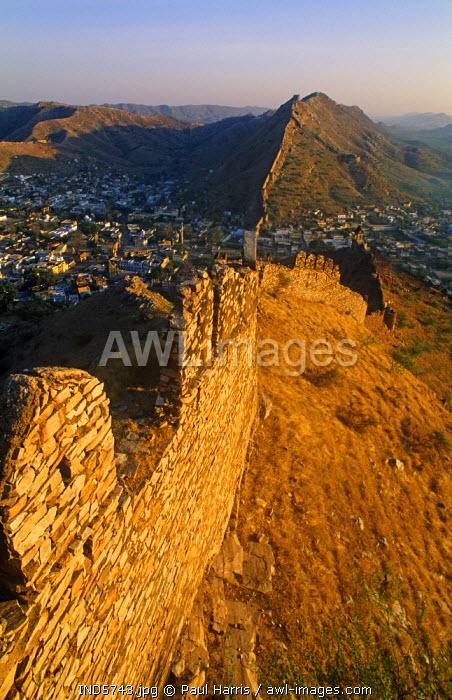 India, Rajasthan. Ramparts surrounding the Amber Fort near Jaipur, State of Rajasthan, India