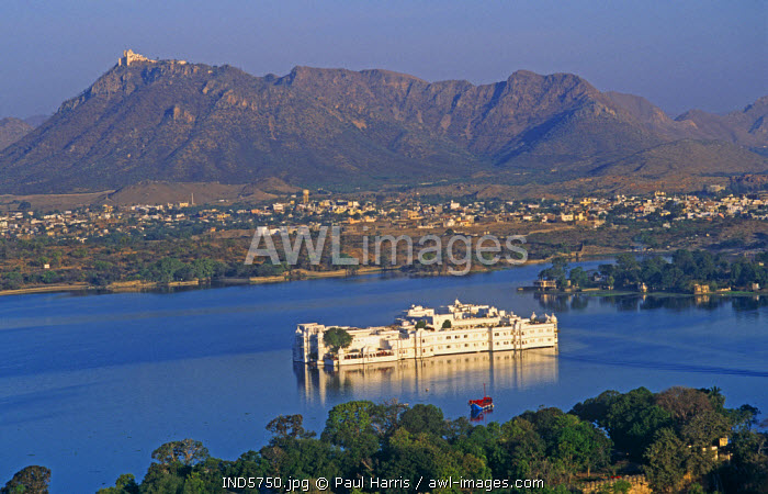 India, Udaipur, Lake Pichola. Lake Palace Hotel on Lake Pichola in the centre of Udaipur.The Lake Palace sits on the Jag Niwas Island in the middle of the Lake Pichola. It used to be a recreation palace for the royal family in summers and has now been turned into a heritage hotel.