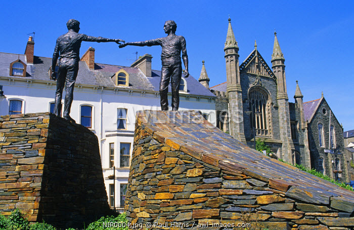 Northern Ireland, County Derry.Statue of reconciliation, City of Londonderry, Co. Derry, Northern Ireland, U.K.
