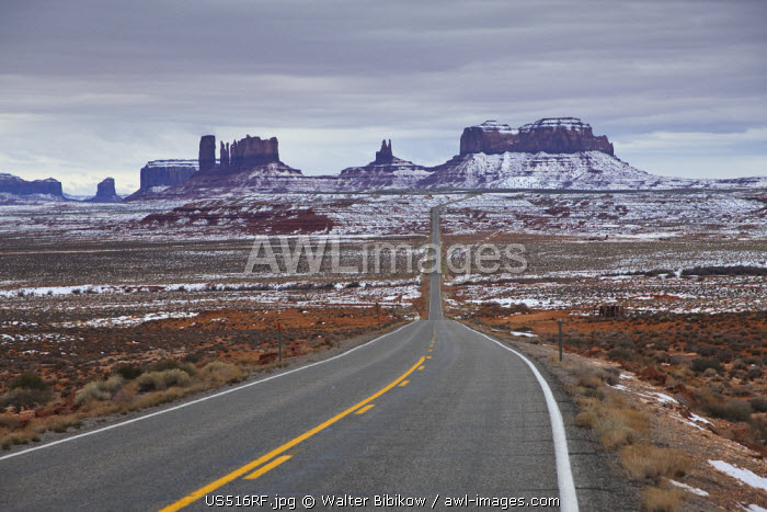 awl-images.com - United State of America / USA, Arizona, Monument Valley Navajo Tribal Park, Monument Valley in the snow along Rt. 163