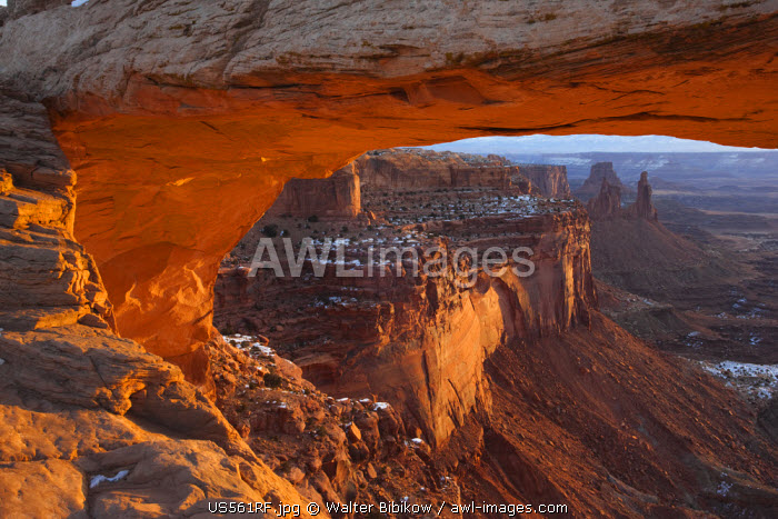 awl-images.com - United State of America / USA, Utah, Moab, Canyonlands National Park, landscape through Mesa Arch, sunrise, winter