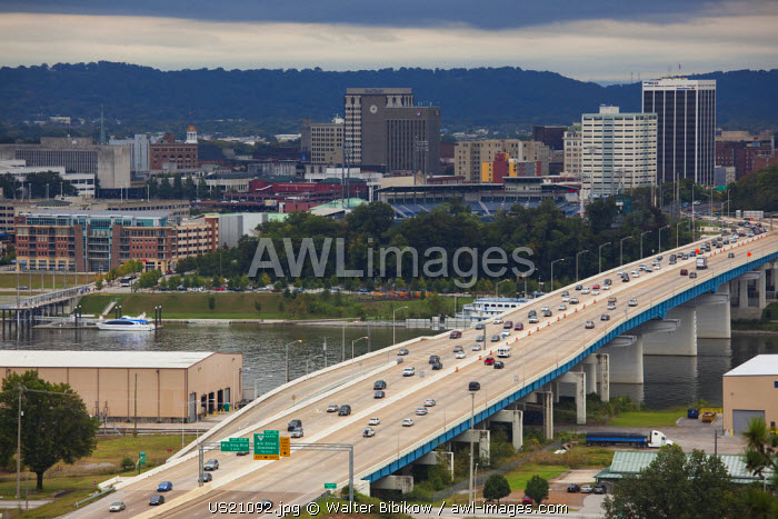 USA, Tennessee, Chattanooga, view of city and Rt. 27