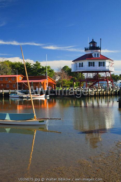 USA, Maryland, Western Shore of Chesapeake Bay, Solomons, Calvert Marine Museum and Drum Point Lighthouse, screw-pile design, b.1883