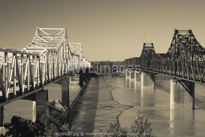 USA, Mississippi, Vicksburg, I-20 Highway and US-80 bridges across the Mississippi River